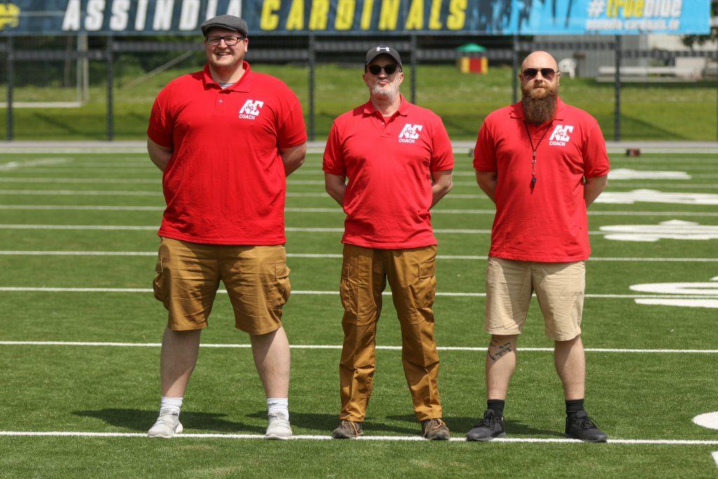 """Offense Coordinator Florian """"TicTac"""" Hartmann (links), Head Coach Bernd Janzen (mitte) und Defense Coordinator Klaudiusz Cholewinski (rechts)"""